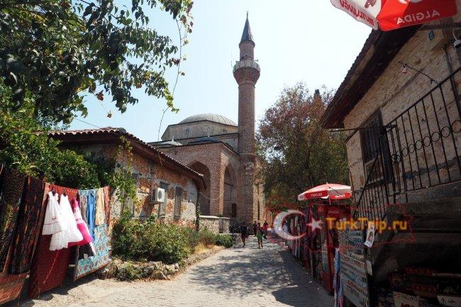 Мечеть с одним минаретом