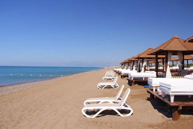 Пляж рядом с отелем Titanik Deluxe Belek Beach