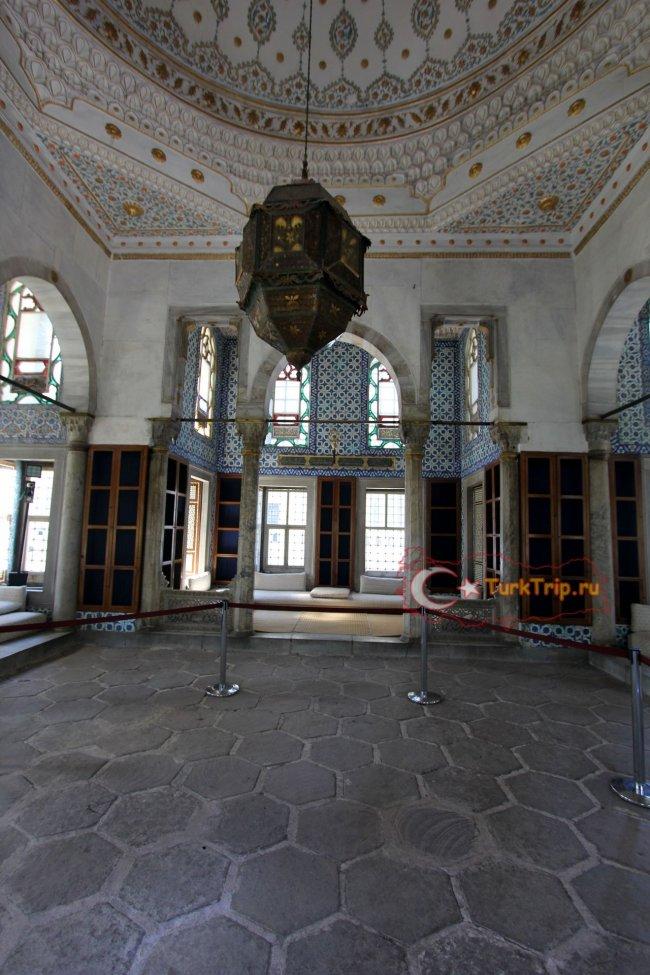 Фото внутри Дворца Султанов