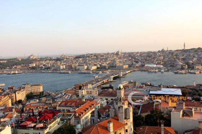 Вид с башни на Галатский мост
