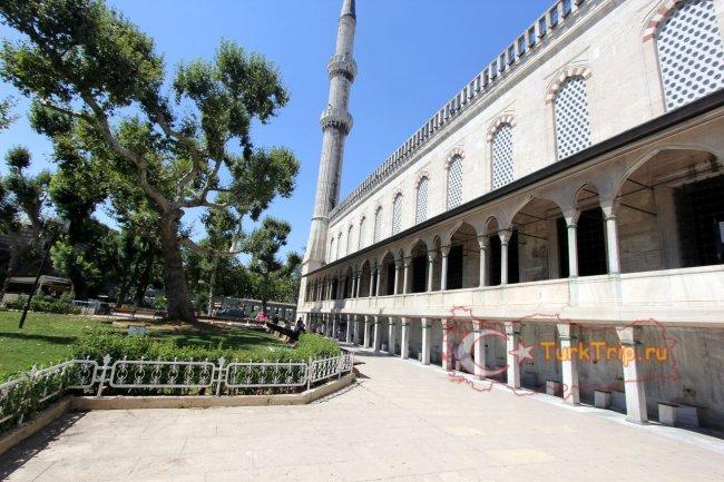 Двор Голубой мечети Султанахмет