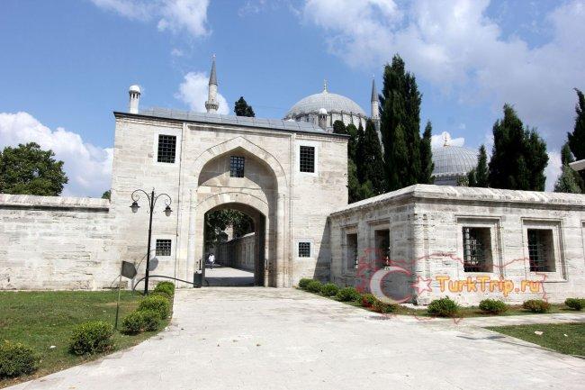 Вход в Мечеть Сулеймана Великолепного