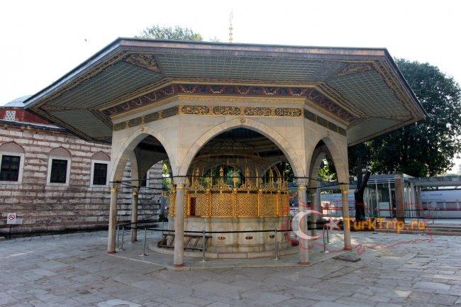 Собор Святой Софии в Стамбуле фото двора