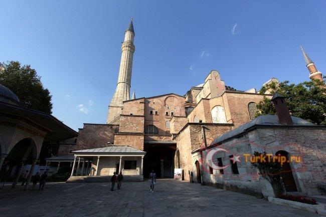 Фото двора мечети Святой Софии