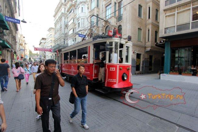 Старинный трамвайчик - символ Стамбула