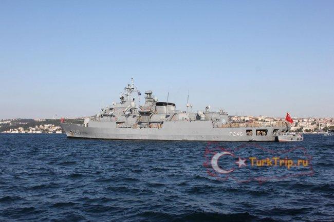 Часто можно увидеть военные корабли
