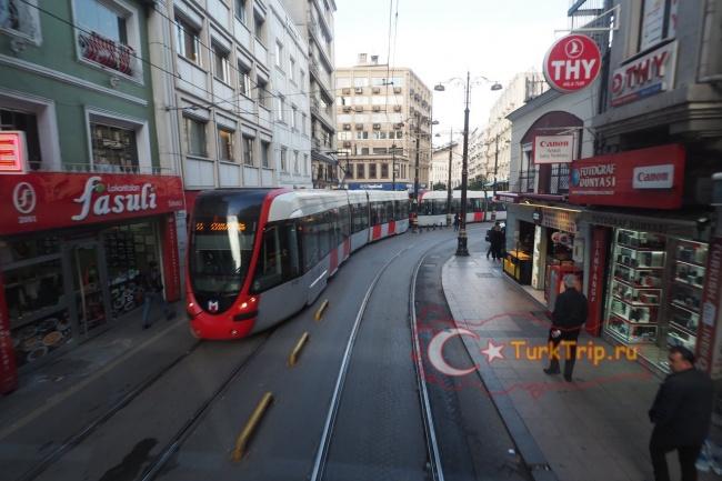 Трамвай маршрута Т1 в Стамбуле