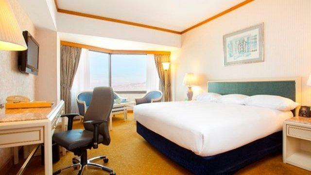 King Hilton Guest Room