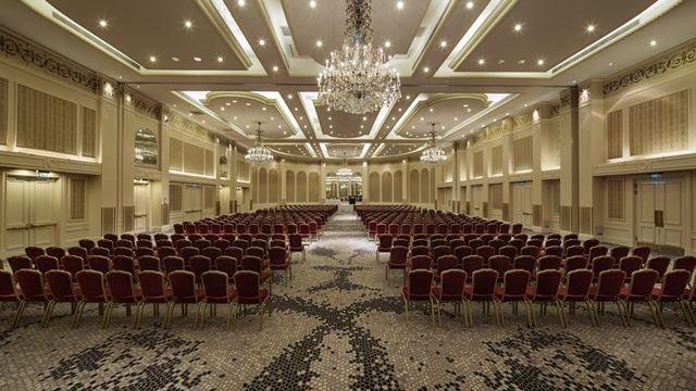 Зал для конференций и крупных мероприятий