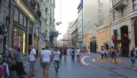 Улица Истикляль в районе Бейоглу